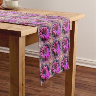 Schmetterling auf Gänseblümchen Kurzer Tischläufer