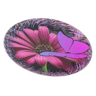 Schmetterling auf Gänseblümchen Teller