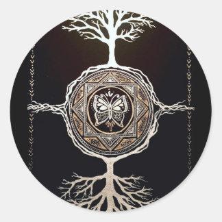 Schmetterlings-Baum-Mandala Runder Aufkleber