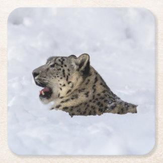 Schnee-Leopard begraben im Schnee Rechteckiger Pappuntersetzer