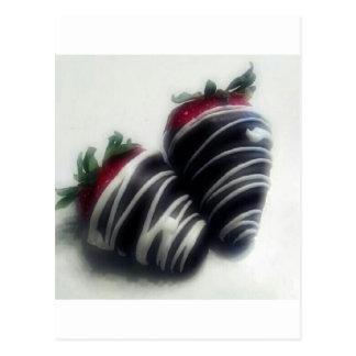 Schokolade tauchte Erdbeeren ein Postkarte