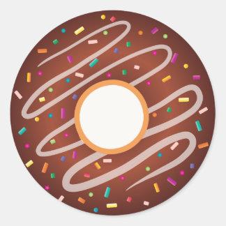 Schokoladen-Krapfen mit Regenbogen besprüht Runder Aufkleber