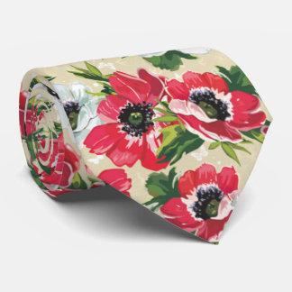 Schöne rote Mohnblume, weiße Gänseblümchen und Krawatten