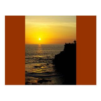 schöner Sonnenuntergang auf Bali-Insel Postkarte