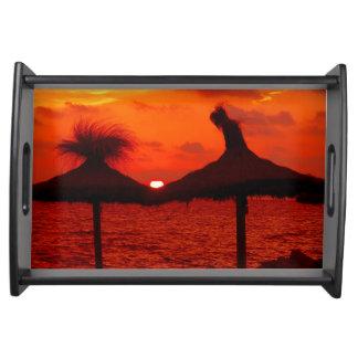Schöner Sonnenuntergang in dem Meer - Tablett