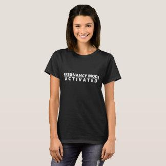 Schwangerschafts-Modus aktiviert T-Shirt