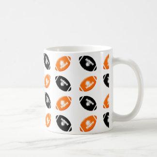 Schwarz-und Leuchtorange-Fußball-Muster Kaffeetasse