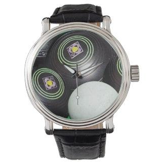 Schwarze der Rasen-Schüsseln der Männer, große Armbanduhr