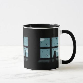 Schwarze Katze, die heraus Fenster Himmel Tasse