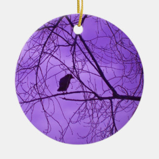 Schwarze Krähen-Silhouette in den unfruchtbaren Keramik Ornament