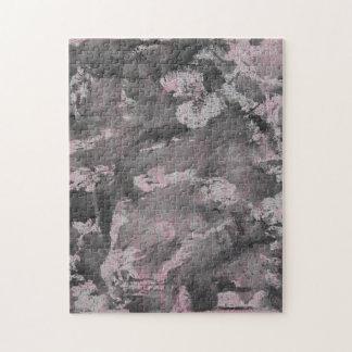 Schwarze Tinte auf rosa Leuchtmarker Puzzle