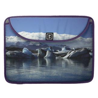 Schwarze u. blaue Eisberge, Island Sleeve Für MacBook Pro