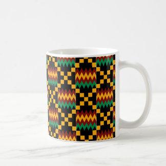 Schwarzer, grüner, roter und gelber Kente Stoff Tasse