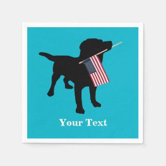 Schwarzer Labrador-Hund mit amerikanischer Flagge Serviette
