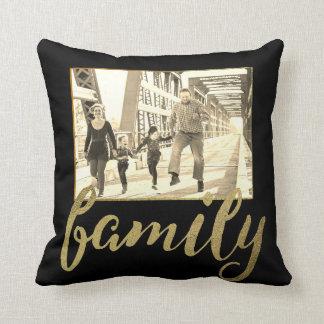 Schwarzes Goldsepia-Familien-Foto Kissen