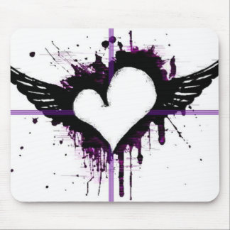 Schwarzes Herz mit Flügeln Mousepad