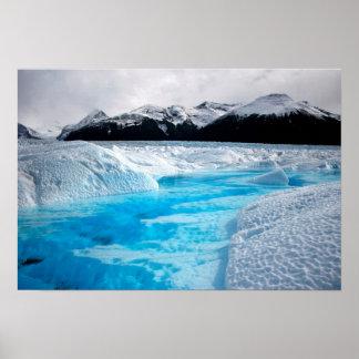 Schwarzweiss-Berge mit blauem Eis-Plakat Poster