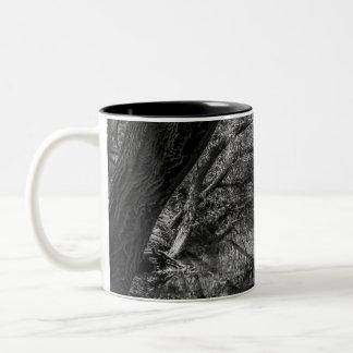 Schwarzweiss-Fluss-Natur-Fotografie-Tasse Zweifarbige Tasse
