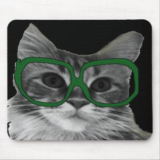 Schwarzweiss-Katze mit grünen Gläsern Mousepad