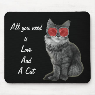 Schwarzweiss-Katze mit roten Gläsern Mauspad