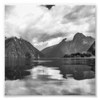 Schwarzweiss-Milford Sound Fotodruck
