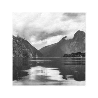 Schwarzweiss-Milford Sound Leinwanddruck