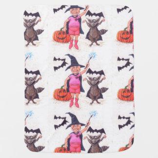 Schwein und Waschbär auf Halloween Babydecke