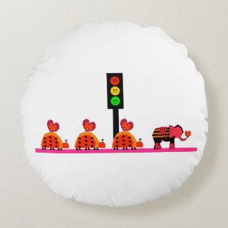 Schwermütiger Stoplight mit Herz-Wohnwagen Rundes Kissen