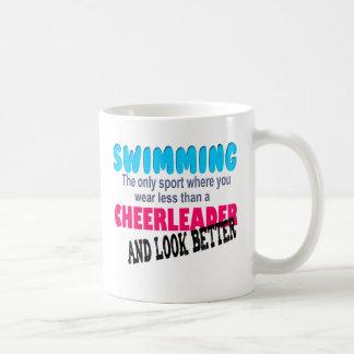Schwimmen gegen Cheerleading Kaffeetasse