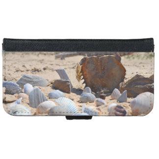 Seashells auf dem Strand durch Shirley Taylor iPhone 6/6s Geldbeutel Hülle