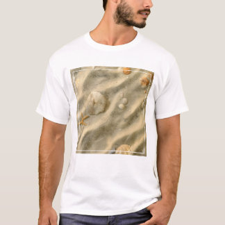 Seashells im Sand T-Shirt