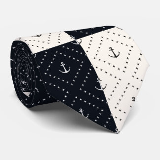 Seeanker in der Diamant-Creme und dem Schwarzen Krawatte