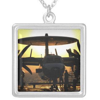 Seemannarbeit über ein E-2C Hawkeye Flugzeug Versilberte Kette