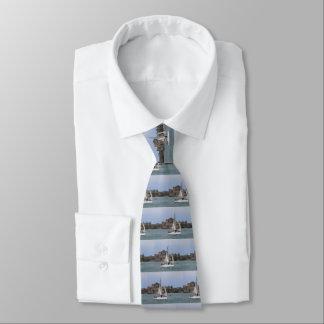 Segeln in Hafen St. Helier Bedruckte Krawatten