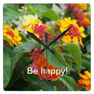 Seien Sie glücklich! Wanduhr
