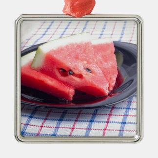 Seitenansicht der saftigen roten quadratisches silberfarbenes ornament