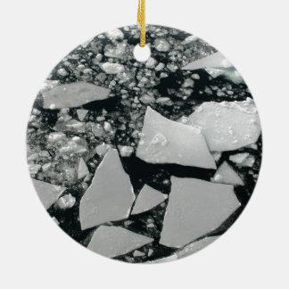 Sich hin- und herbewegende Stücke defektes Keramik Ornament
