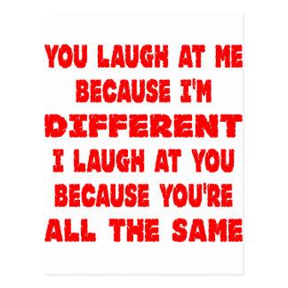 Sie lachen an mir, weil ich ich lache an postkarte