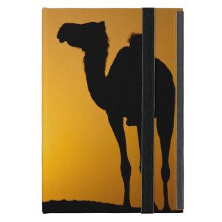 Silhouette eines wilden Kamels am Sonnenuntergang iPad Mini Hüllen
