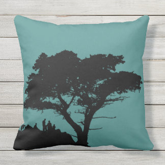 Silhouette-Familie durch den großen Baum Vintag Kissen