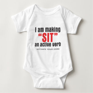 SITZEN SIE AKTIVES VERB BABY STRAMPLER