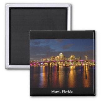 Skyline Miamis Florida am Nachtmagneten Quadratischer Magnet