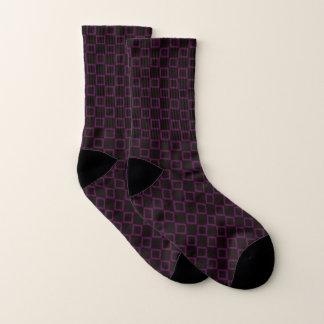 Socken mit klassischem lila und braunem Entwurf