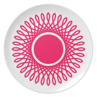 Sommer-Rosa birst auf Weiß Teller