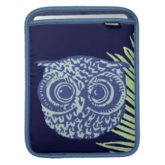 Sonderbare Eule iPad Sleeves