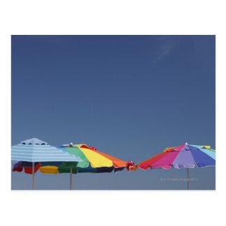 Sonnenschirme am Strand. Sonnenschirme Postkarte