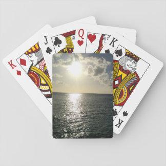 Sonnenuntergang auf den Spielkarten des Ozeans