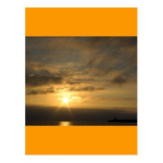 Sonnenuntergang auf der französischen Küste von Postkarte