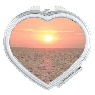 Sonnenuntergang auf Seeherz-Vertrags-Spiegel Taschenspiegel