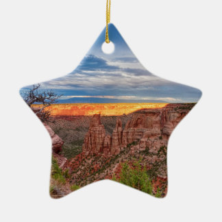 Sonnenuntergang, der nationales Monument Ridges Keramik Ornament